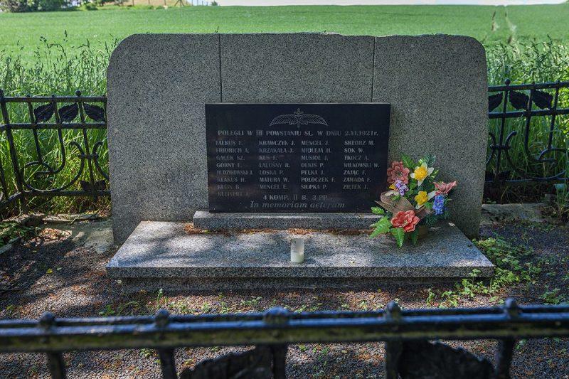 Grób żołnierzy poległych w III Powstaniu Śląskim 21 czerwca 1921 r.