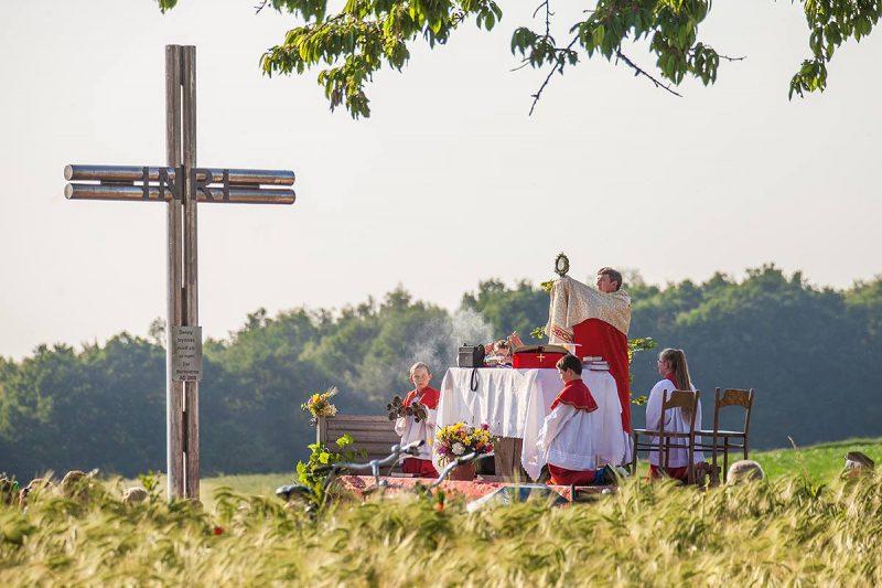 Zalesie Śląskie - Msza św. na tzw. górach zakończona błogosławieństwem