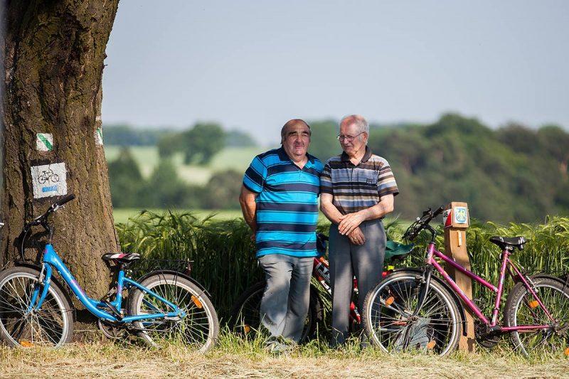 Zalesie Śląskie - Miejsce Mszy św. odbywa się między polami, które uprawiają lokalni rolnicy