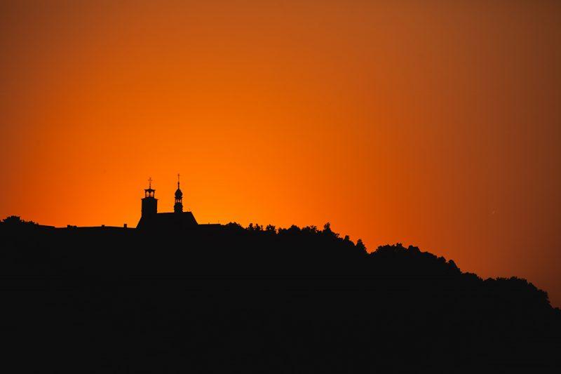 Bazylika św. Anny w ostatnich promieniach zachodzącego słońca