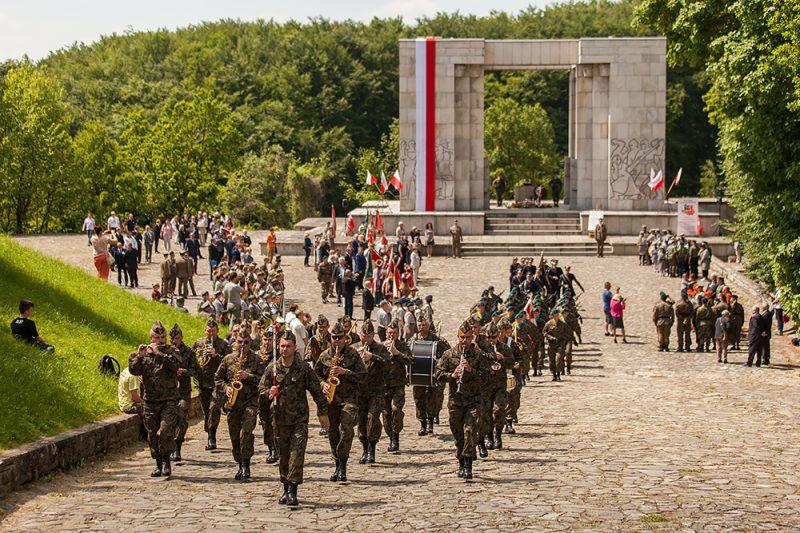 Pomnikiem Czynu Powstańczego - Obchody III Powstania Śląskiego