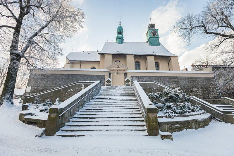 Bazylika św. Anny w zimowej scenerii